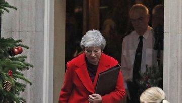 İngiltere Başbakanı May'in Brexit oylamasını geri çektiği...