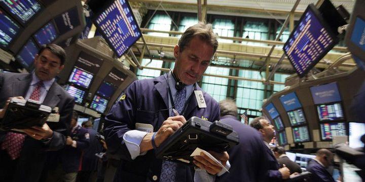"""Küresel Piyasalar: Hisseler """"ticaret"""" endişeleri ile düştü, dolar dalgalı"""