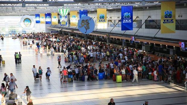Antalya'ya hava yoluyla gelen ziyaretçi sayısı arttı