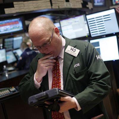 """Küresel Piyasalar: Hisselerdeki satış """"büyüme"""" endişeleriyle sürüyor"""