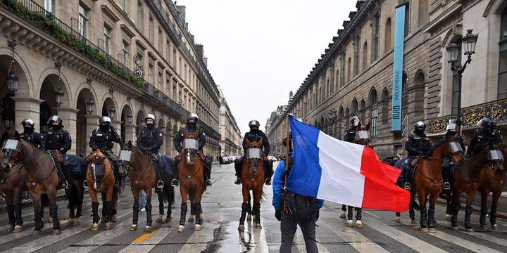 Fransadaki gösterilerde ölü sayısı 10