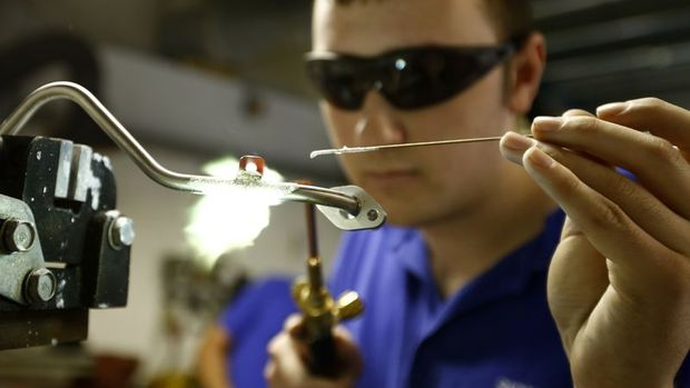 İngiltere'de imalat PMI Aralık'ta 6 ayın zirvesine tırmandı