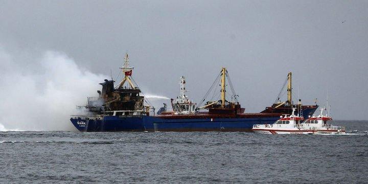Pendik açıklarında bir gemide yangın çıktı