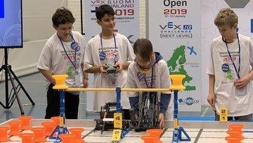 Türk öğrencilerin robotik takımı Finlandiya'dan ödülle döndü