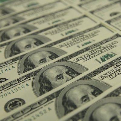 Dolar 2 haftanın zirvesine yakın seviyelerde tutundu