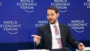 Albayrak Davos'ta basın toplantısında konuşuyor