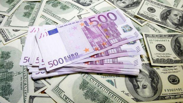 """Euro """"Draghi"""" sonrasında dolar karşısında 1 ayın düşüğünü gördü"""