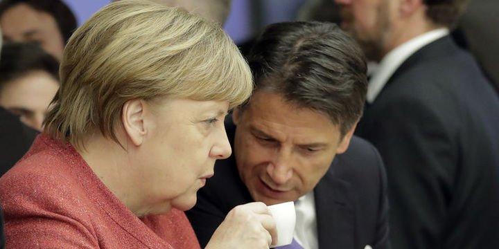 Conte, Almanya ve Fransa'yı kendileriyle alay etmekle suçladı