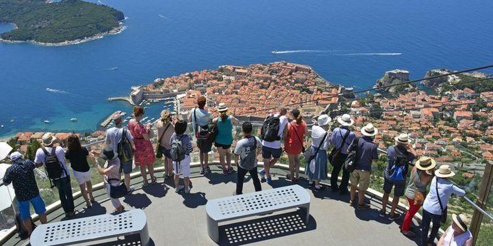 """""""Turist sayısı ve gelirde bu yıl yüzde 10-12 artış öngörüyoruz"""""""