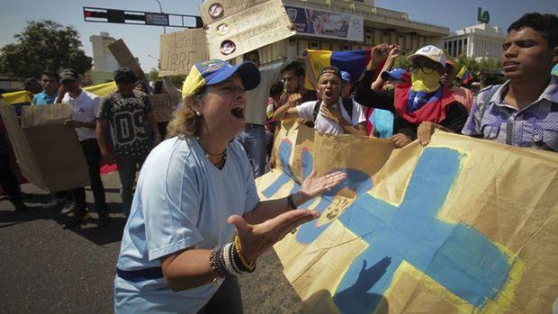 BM'den Venezuela açıklaması: Günde 5 bin kişi ayrılıyor