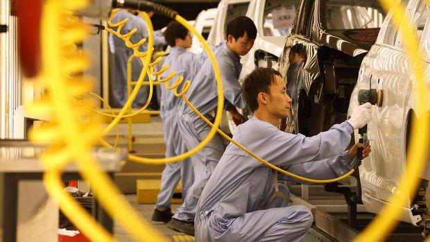 Çin'de imalat PMI Ocak'ta hafif yükseldi