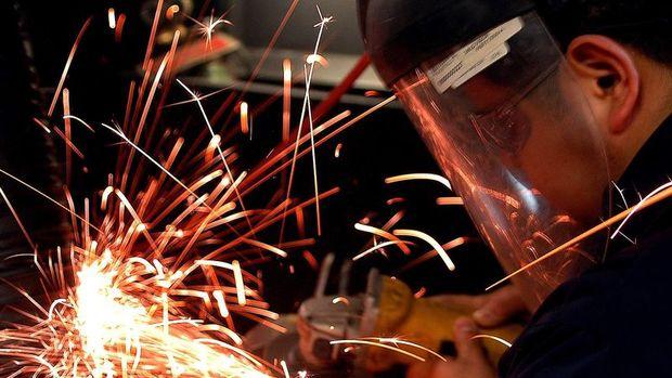 Sanayi üretimi Aralık'ta beklenenden fazla düştü