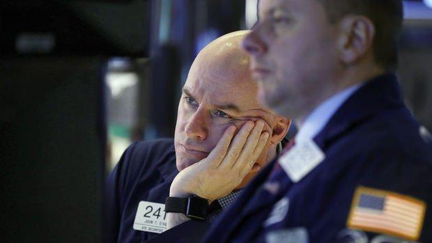 Küresel Piyasalar: Dolar yatay seyretti, hisse senetleri yükseldi