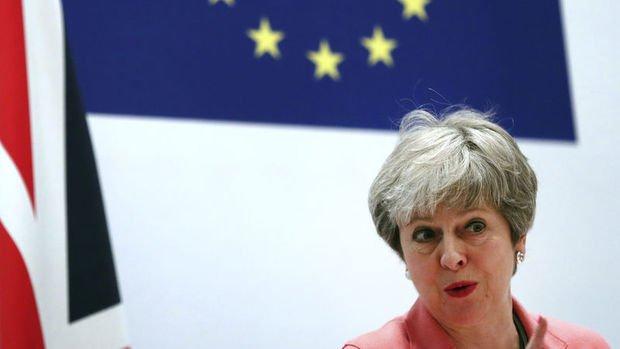 May'in anlaşma olmazsa Brexit tarihini erteleyebileceği kaydediliyor