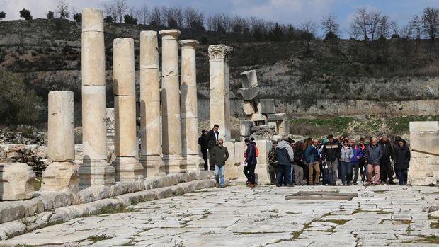 Yabancı turist sayısı Ocak'ta yüzde 5.3 arttı
