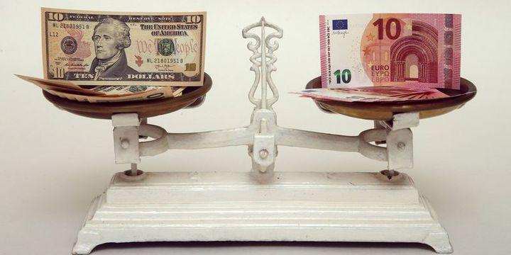 Euro/dolar tüm zamanların en dar bandında seyrediyor