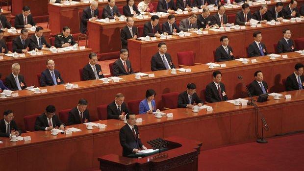 Çin büyüme beklentisini düşürdü ve vergi indirimine gitti