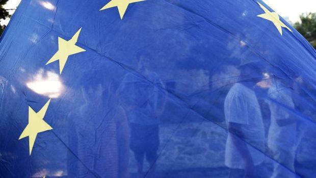 Euro Bölgesi'nde hizmet PMI Şubat'ta beklentiyi aştı