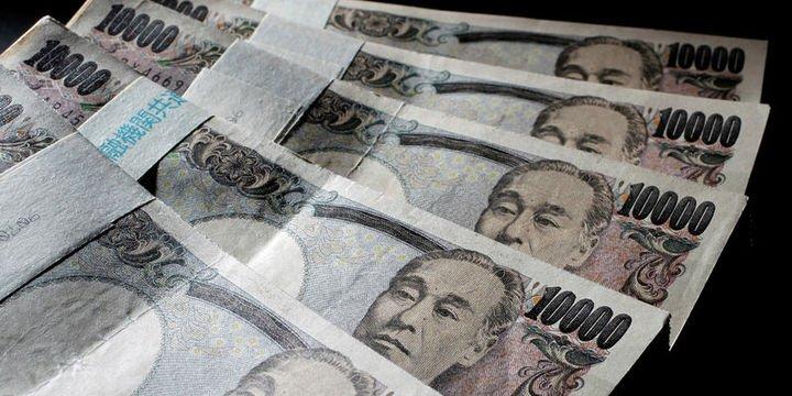"""Yen """"AMB"""" öncesinde dolar karşısında 1 haftanın yükseğinde"""