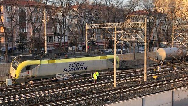 Ankara'da yük treninin vagonları raydan çıktı