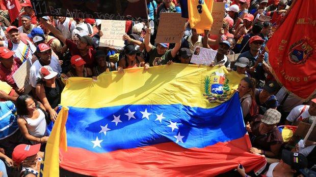 Venezuela'da yeni kavganın adı Miraflores