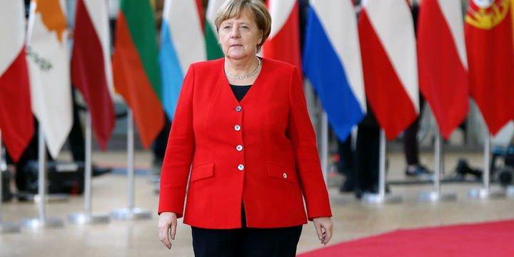 Merkel: Brexit'e ilişkin tüm senaryolara hazırız