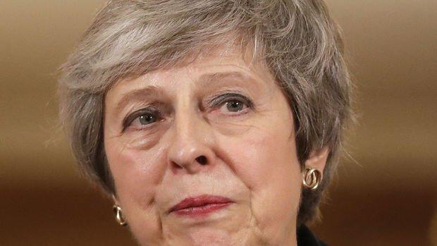 İngiltere basını Theresa May'e sert eleştiriler yöneltti