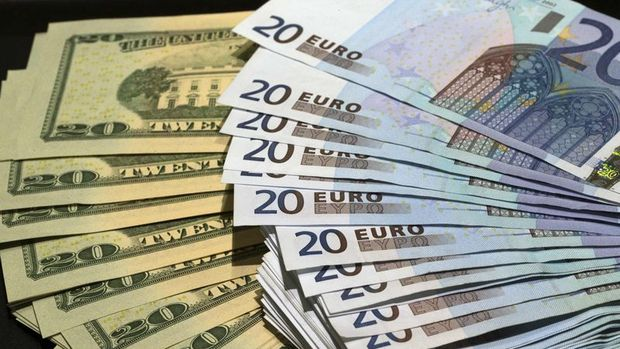 Euro/dolar PMI verilerinin ardından sert düştü