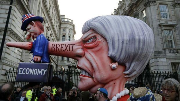 İngiltere'de Brexit'in iptalini isteyenler 5 milyondan fazla imza topladı