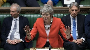 İngiltere Parlamentosu'nda üç bakan istifa etti