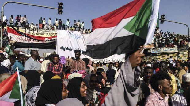 Sudan'da geçici hükümeti siyasiler kuracak