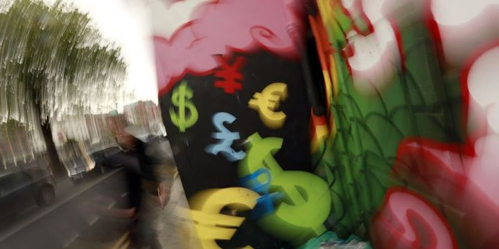 Güne artışla başlayan dolar düşüşe geçti
