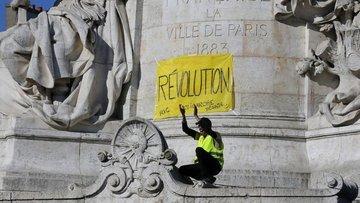Paris'te 227 gözaltı