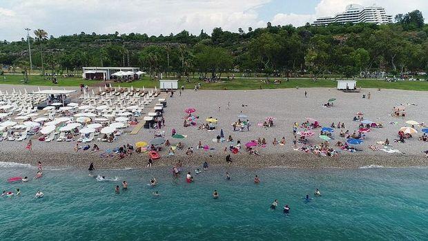 Antalya Nisan'da yaklaşık 1 milyon turist ağırladı