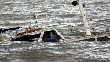 Uganda'da futbolcu ve taraftarları taşıyan tekne battı: 3...