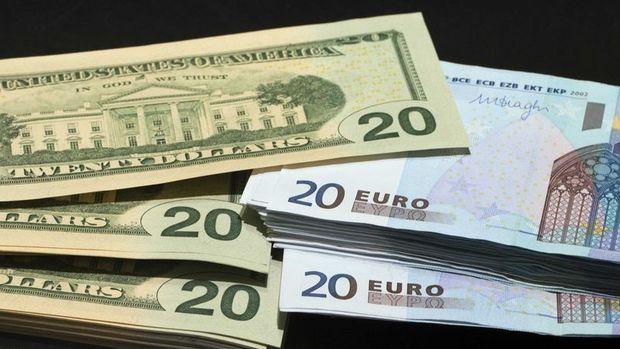 Euro/dolar veriler sonrası aşağı yönde hareket etti