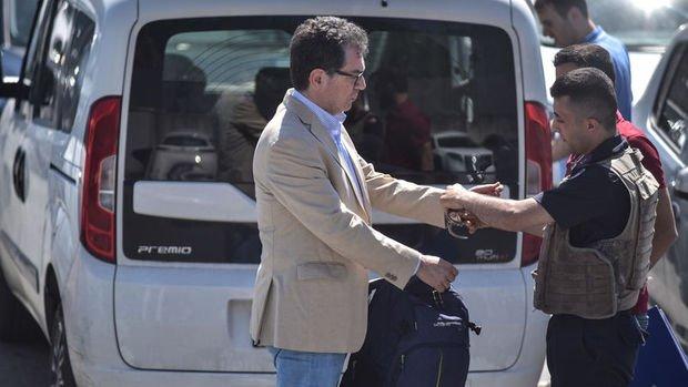 Gazeteci Kadri Gürsel cezaevine gönderildi