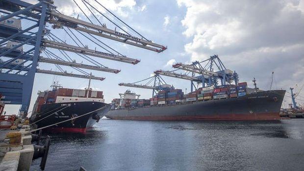 Dış ticaret açığı Nisan'da yüzde 55.6 azaldı
