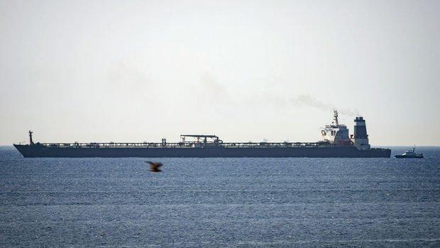 İngiltere gemilerinin Hürmüz Boğazı'ndan uzak durmasını istedi