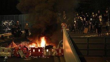 Hong Kong'da göstericilere sopalı saldırı: 36 kişi yaralandı