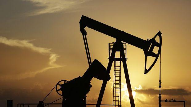 Petrol 'talep endişeleriyle' geriledi