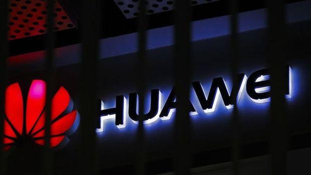 ABD Çin'in tarım ürünleri alımını durdurmasının ardından Huawei lisansını askıya aldı