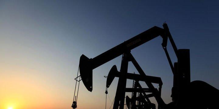 """Petrol """"ticaret gerginliği"""" ortamında hafifçe yükseldi"""