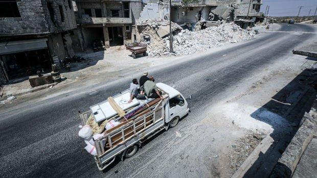 İdlib'de Esad ve Rus saldırılarına ile 124 bin kişi sınıra yakın kamplara göç etti