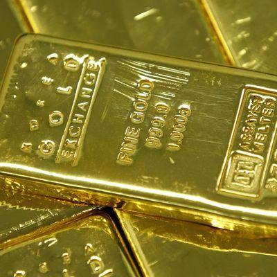 """Altın """"ticaret"""" gelişmeleri ile düşüşünü sürdürdü"""