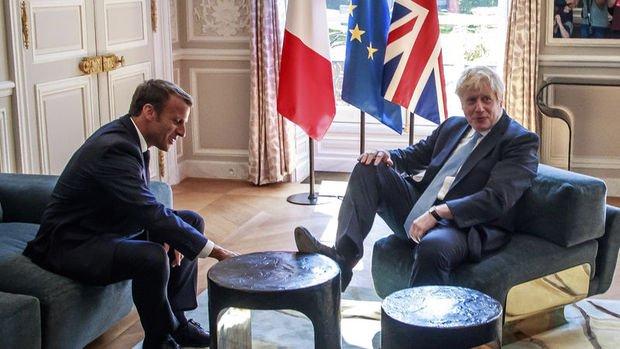 İngiltere'nin yeni Başbakanı Johnson rahatlığı ile dikkat çekti