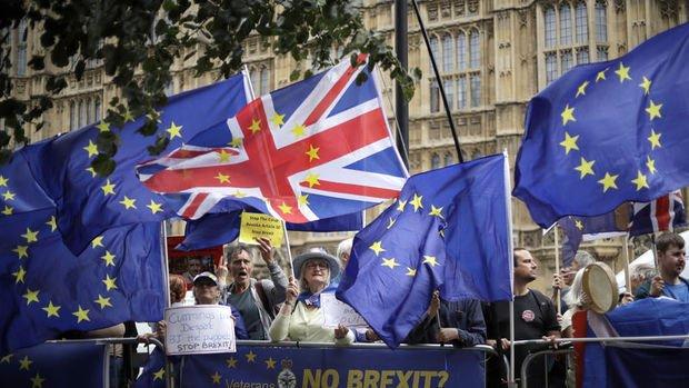 İngiltere'de muhalefet anlaşmasız ayrılık faturasına karşı birleşiyor