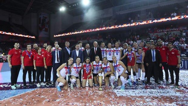 A Milli Kadın Voleybol Takımı Avrupa ikincisi oldu
