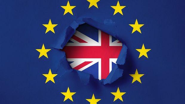 Anlaşmasız Brexit'i ortadan kaldıran tasarı yasalaştı
