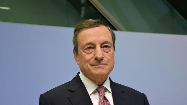 AMB Başkanı Draghi: Aşağı yönlü belirgin risklerin sürmesini bekliyoruz